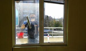 Защо е нужно да повикаме фирма за двустранно почистване на прозорци?