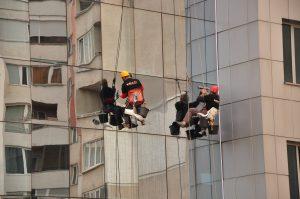 Как ще ни улесни квалифицираната фирма за почистване на прозорци?