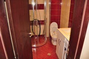 Почистване на душ кабина – третиране на матирано и фино стъкло