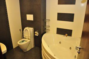 Професионален съвет за дезинфекция и почистване на захабена вана от фин материал