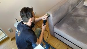 Защо резултатите при професионално пране на дивани са винаги по-добри?