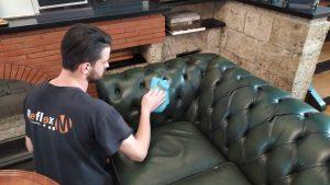 5 задължителни практики за почистване на кожени дивани
