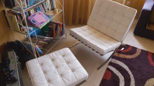 Тънкостите при почистване на диван от естествена кожа