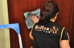 Професионална помощ за почистване на дома – лукс или елементарна необходимост?